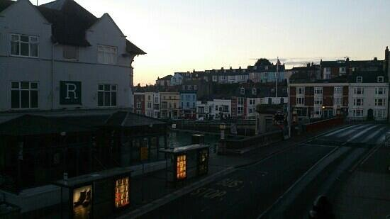 Crown Hotel: sunrise...view from hotel overlooking Town bridge