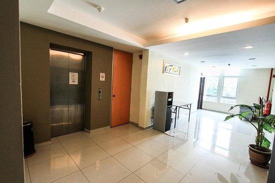 Super 8 Hotel: Hotel Lift