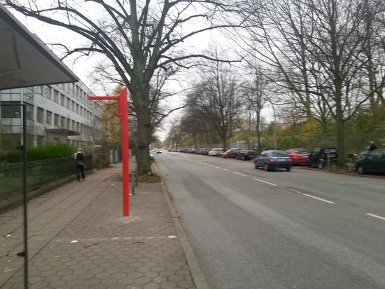 Dorint Hotel Hamburg-Eppendorf: the bus stop(the hotel is far left)