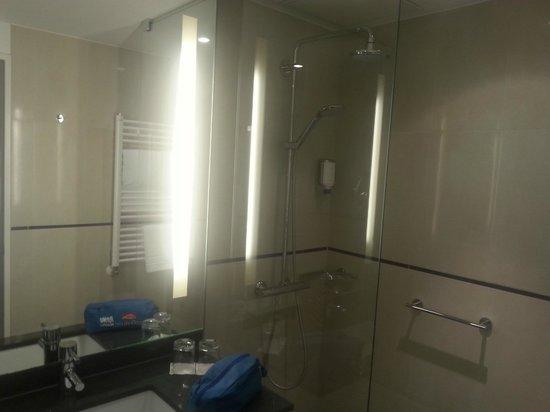Dorint Hotel Hamburg-Eppendorf: the bath room-very-very clean!