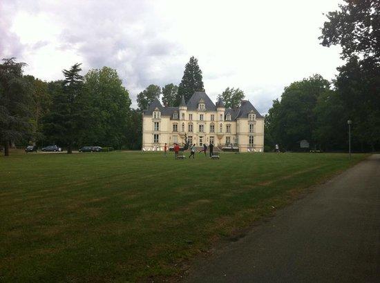 Best Western Premier Le Mans Country Club: Vue d'ensemble du château et du parc