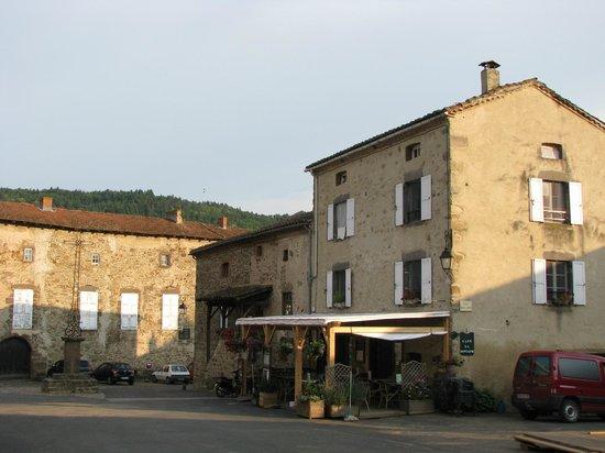 Cafe La Fontaine