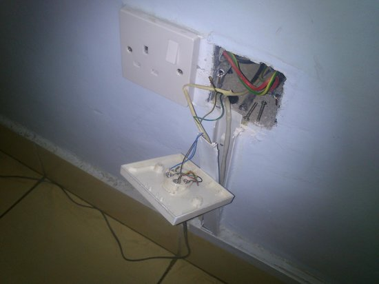 La Jardine Hotel: one of the plugs in the room