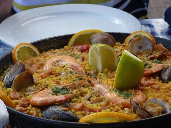 Casa de la Playa: Paella- 20 euros for 2