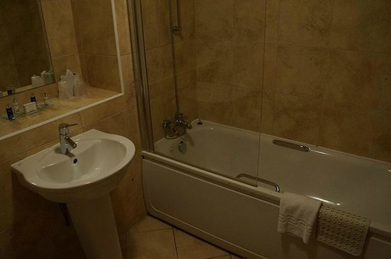 Muthu Clumber Park & Hotel and Spa : Executive room bathroom