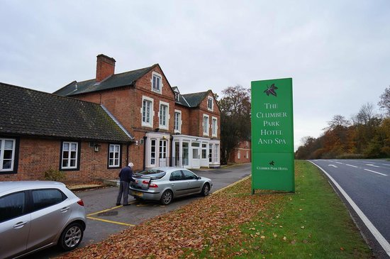 Muthu Clumber Park & Hotel and Spa : Plenty of parking