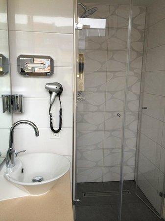 Hotel Bayers: Die eigentlich sehr schöne Dusche (mit ärgerlich schwachem Wasserdruck)