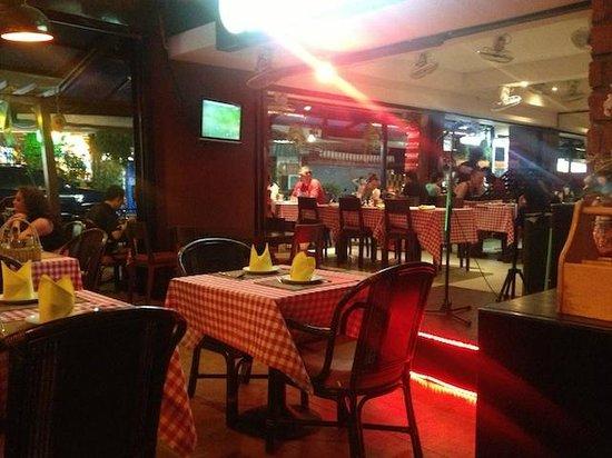 Dee-Lish Bar & Restaurant: Partial shot of restaurant interior