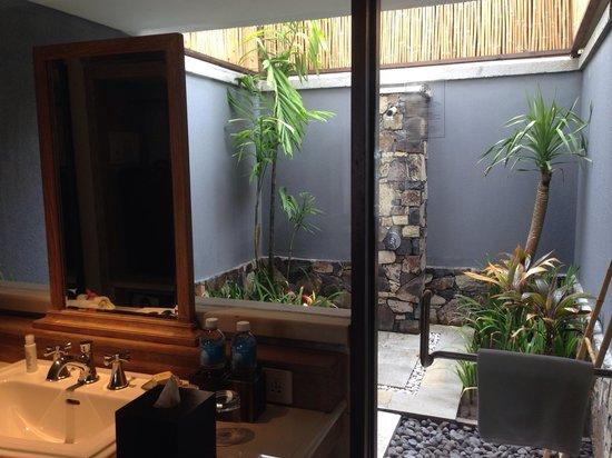Sudamala Suites & Villas Senggigi : Outdoor bath