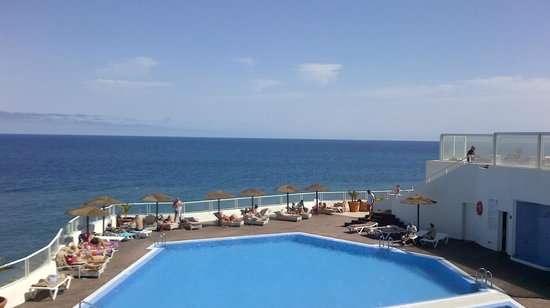 Vincci Tenerife Golf Hotel: Pool Area July 13