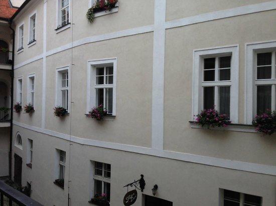 Apartments Tynska 7: Finestre dell'appartamento 3