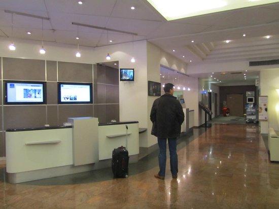 Novotel Nice Arenas Aeroport : lobby