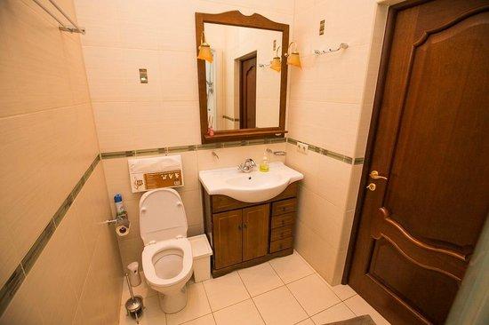 Gorkoff at Malaya Bronnaya: Shared bathroom