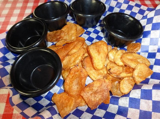 Famous Dave's : Famous Dave SKIMPY chips & NO sauce