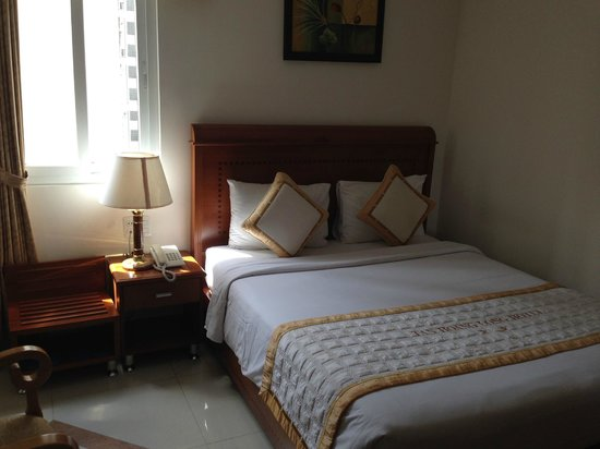 Tan Hoang Long Hotel: Room