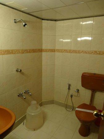 Hotel SAAS Tower: et notre salle de bain
