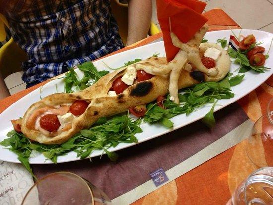 Villaggio Turistico Internazionale: Pizza barchetta