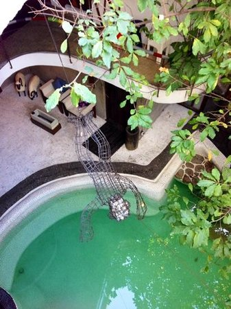Mo Rooms' Pool
