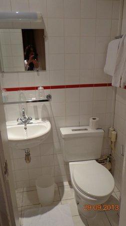 Hotel Adriatic: banheiro