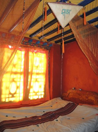 House Of Shambhala: Habitación