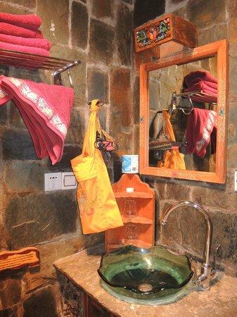 House Of Shambhala: Baño