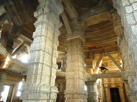 Gwalior: inside sas-bahu temple