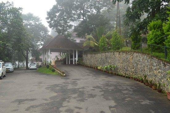 Hotel Treetop : hotel entrance
