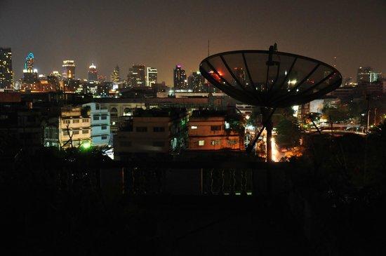 Loog Choob Homestay: Dachterrasse am Abend