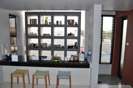 Loog Choob Homestay: Kleine Küche in jeder Etage zur allgemeinen Nutzung