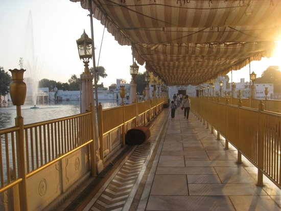 Durgiana Temple: PAssageway to the Temple