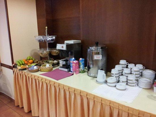 Hotel Alisi: Desayuno buffet muy bien cuidado y completo