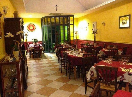 Ristorante braceria aurora italian restaurant via for Aurora italian cuisine