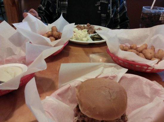 Little Richard's BBQ: Good stuff!!!!!