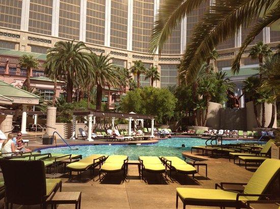 Four Seasons Hotel Las Vegas : бассейны при отеле