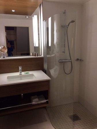 Elite Hotel Adlon : Bathroom