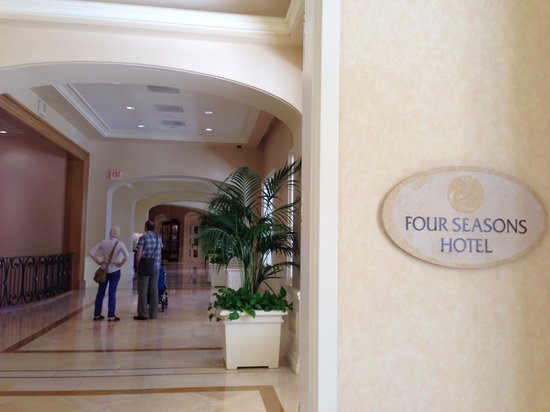 Four Seasons Hotel Las Vegas: холл отеля