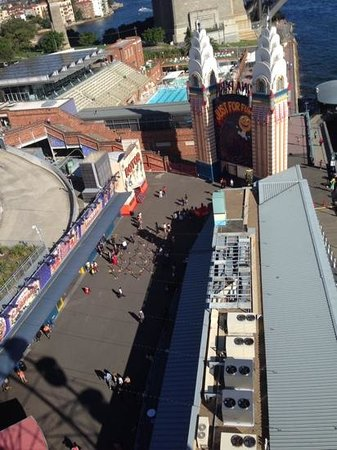 Luna Park Sydney: view from the ferris wheel of the park