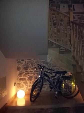 Antiguo Casino Hotel: Bicicletas a disposición de los clientes.