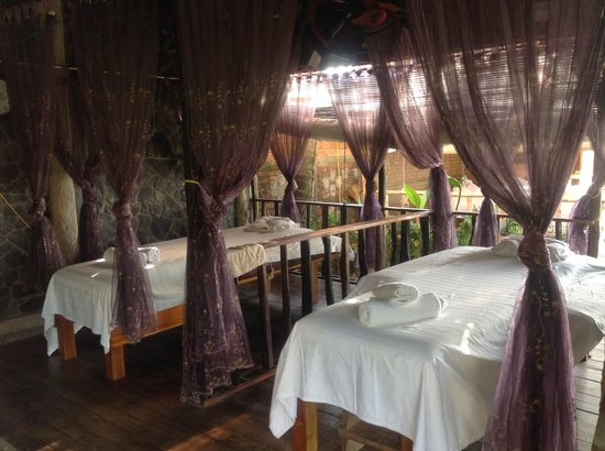 Cassia Cottage: massage parlor in the hotel