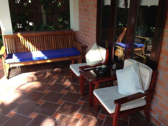Cassia Cottage: terrace