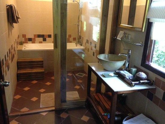 Cassia Cottage: bathroom