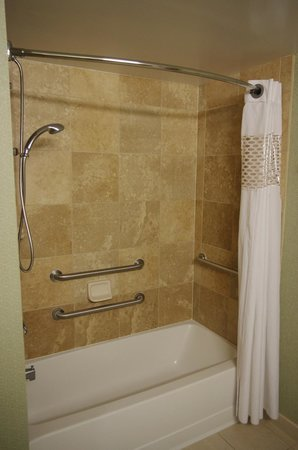 Hampton By Hilton Miami-Coconut Grove/Coral Gables: douche/baignoire