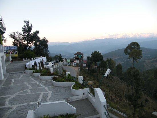 Hotel Uttarakhand Kausani: Panaromic view from Hotel