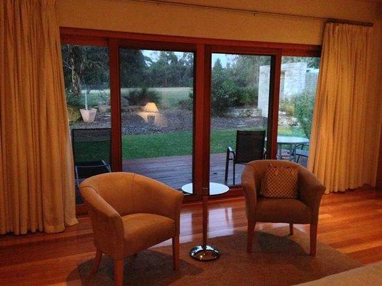 Yallingup Luxury Retreat: Lounging area and patio