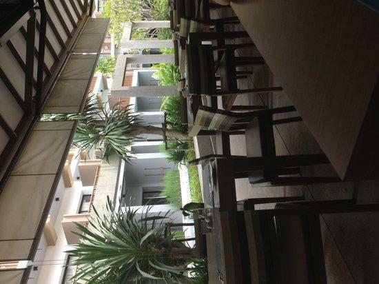 Deevana Plaza Krabi Aonang: Alfresco dining