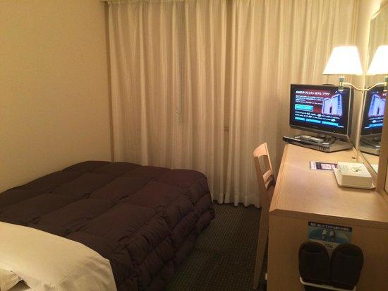 Nagoya Sakae Washington Hotel Plaza : 標準的なビジネスホテルの客室