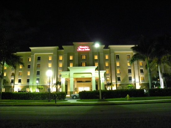 Hampton Inn & Suites Fort Myers - Colonial Blvd: Entrée de l'hôtel