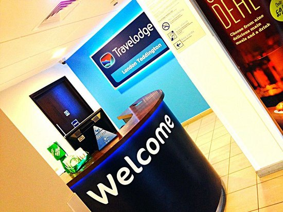 Travelodge London Teddington: Reception desk, on the 1st floor!