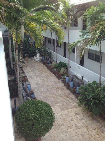 Hotel18 : patio