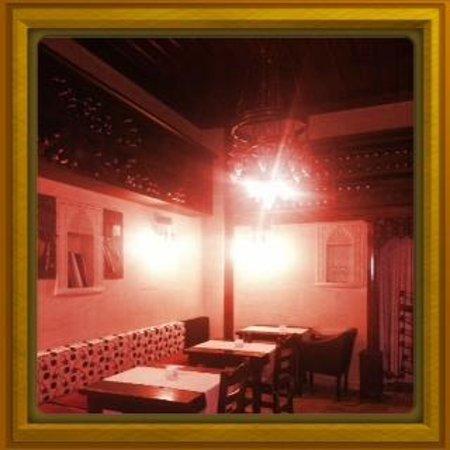 Otantik Restaurant & Winehouse: şarapevi bölümü